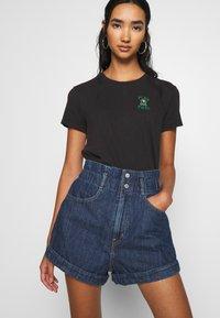 Levi's® - HR PAPERBAG SHORT - Jeans Short / cowboy shorts - fused - 3