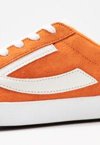Viking - RETRO TRIM UNISEX - Sports shoes - terracotta/eggshell - 2