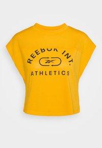 WOR SUPREMIUM LOGO TEE - Print T-shirt - semi solar gold