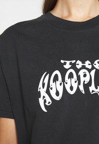 The Kooples - Triko spotiskem - black washed - 5