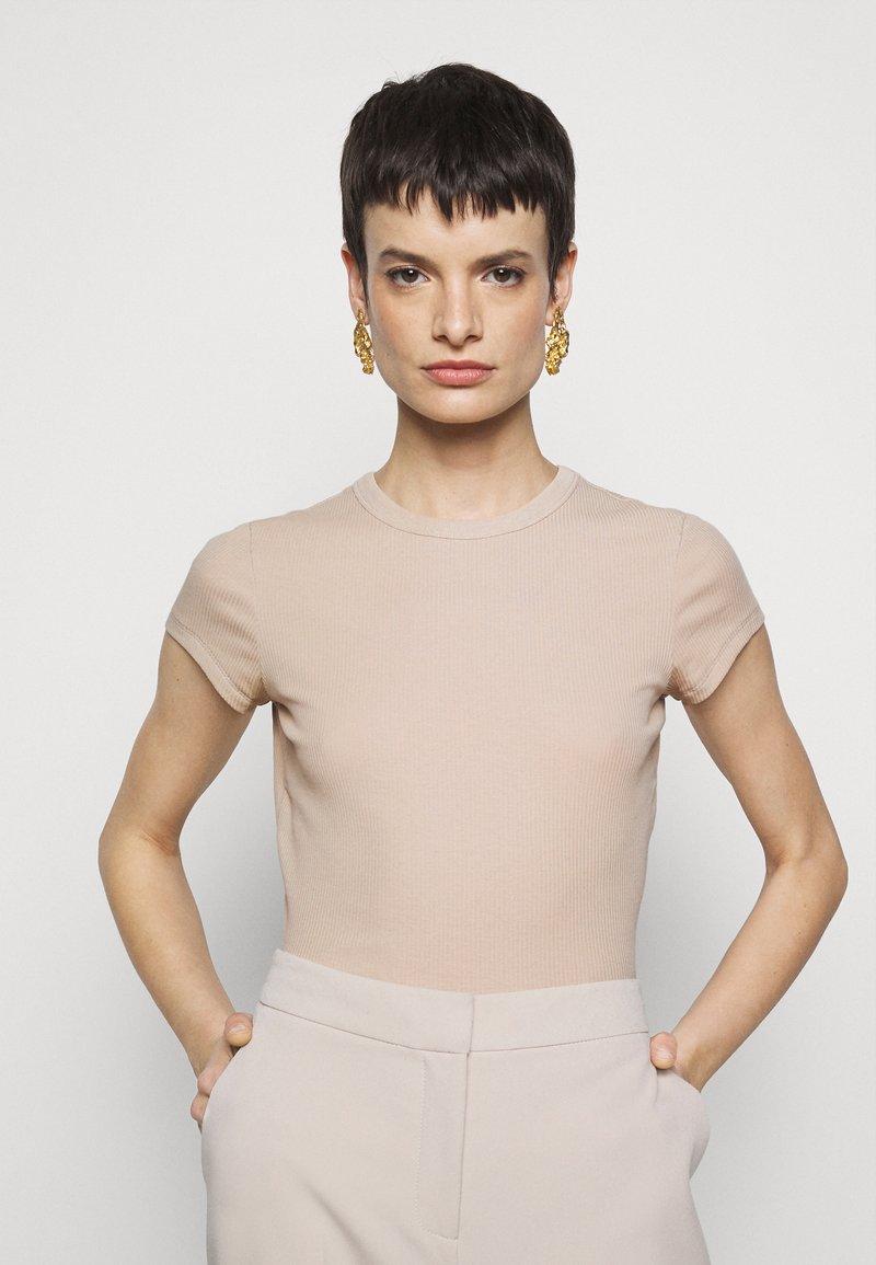 Filippa K - FINE TEE - Jednoduché triko - sand beige