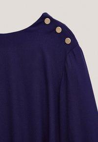 Massimo Dutti - MIT ZIERKNÖPFEN  - Jumper dress - dark purple - 5