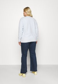 Levi's® Plus - PLUS 70S HIGH FLARE - Relaxed fit jeans - sonoma train - 2