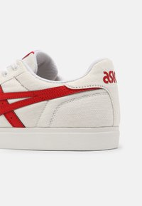 ASICS SportStyle - CLASSIC UNISEX - Trainers - white/classic red - 4