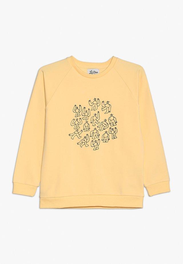 LIL' BOO X LB MANY MONSTER SWEATSHIRT - Sweatshirt - peach yellow