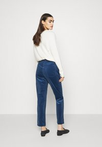 CLOSED - PEDAL PUSHER - Trousers - archive blue - 2