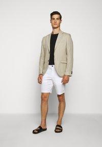 Michael Kors - WASHED - Shorts - white - 1