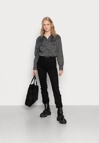 Levi's® - 724 HIGH RISE - Jeans straight leg - black sheep - 1