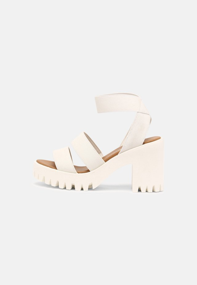 SOHOO - Korolliset sandaalit - white