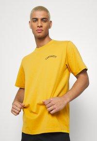 Carhartt WIP - UNIVERSITY SCRIPT  - Basic T-shirt - colza/black - 3