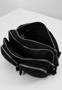 Gina Tricot - CONNIE BAG - Sac bandoulière - black - 6