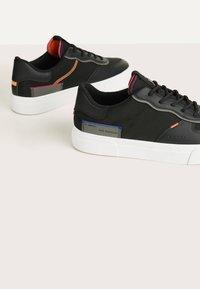 Bershka - Sneakers basse - black - 3