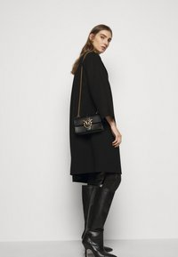 Pinko - LOVE MINI ICON SIMPLY - Schoudertas - black - 0