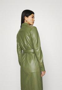 Oakwood - INDIANA - Sukienka koszulowa - dark green - 4
