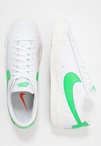 Nike Sportswear - BLAZER - Tenisky - white/green spark/sail - 3