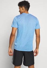 adidas Performance - OWN THE RUN TEE - Triko s potiskem - globlu - 2