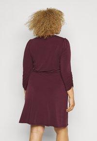 Vero Moda Curve - VMALBERTA VNECK DRESS - Jersey dress - winetasting - 2