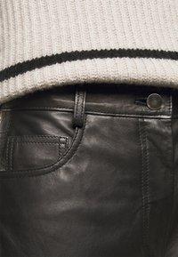 House of Dagmar - NAOKO - Pantaloni di pelle - black - 5