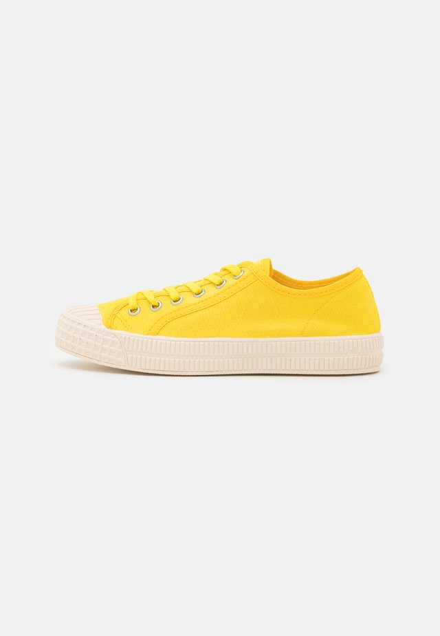Sneakers laag - yellow