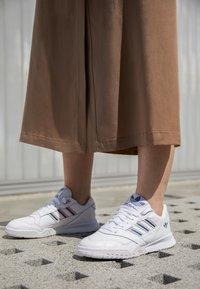 adidas Originals - A.R. TRAINER  - Trainers - footwear white/true pink/tech mint - 4