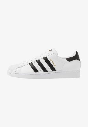 SUPERSTAR VEGAN - Matalavartiset tennarit - footwear white/core black/green
