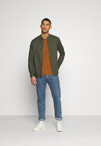 Burton Menswear London - LONG SLEEVE OXFORD GRANDAD 2 PACK - Shirt - black/karki - 1