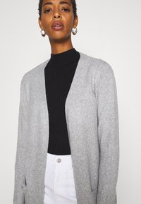 Vero Moda Tall - VMDOFFY LONG OPEN CARDIGAN - Kardigan - light grey melange - 3
