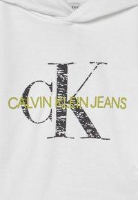 Calvin Klein Jeans - MONOGRAM NOISE HOODIE - Sweatshirt - bright white - 2