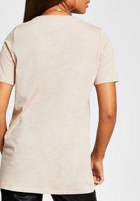 River Island - Print T-shirt - cream - 2
