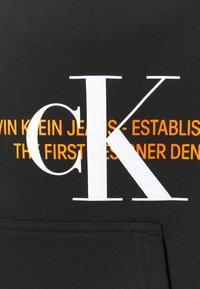 Calvin Klein Jeans - URBAN GRAPHIC LOGO HOODIE UNISEX - Bluza z kapturem - black - 5