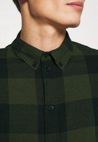 Pier One - Overhemd - oliv/ black - 4