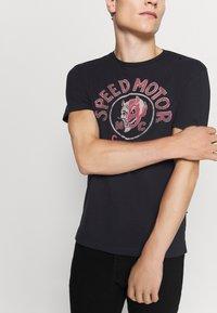 Schott - Print T-shirt - black - 3