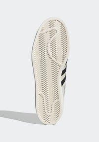 adidas Originals - SUPERSTAR SHOES - Baskets basses - white - 5