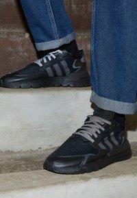 adidas Originals - NITE JOGGER - Tenisky - core black - 2