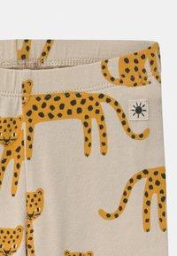 Lindex - LEO ANIMAL 2 PACK UNISEX - Leggings - Trousers - light beige - 3