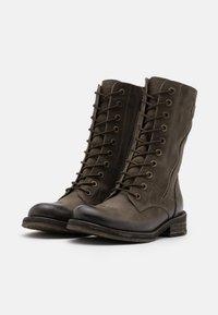 Felmini - COOPER - Šněrovací vysoké boty - morat militar - 2