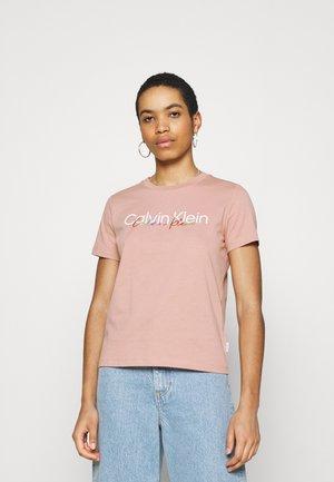 PRIDE REGULAR FIT CORE LOGO TEE - Print T-shirt - muted pink