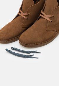 Clarks Originals - DESERT BOOT - Casual lace-ups - light brown - 5