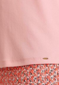 Marc Cain - Basic T-shirt - candy pink - 4