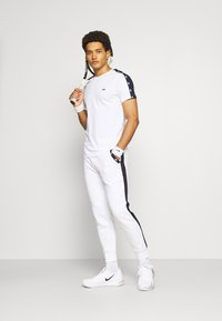 Lacoste Sport - PANT TAPERED - Tracksuit bottoms - white/navy blue - 1