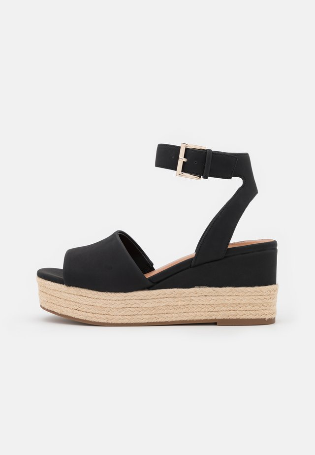 LILLIAN - Plateausandalette - black