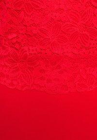WAL G. - BRINLEY MIDI DRESS - Sukienka z dżerseju - red - 6