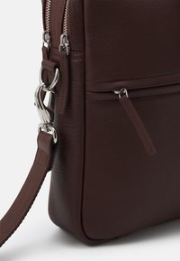 Still Nordic - CITY BRIEF ROOM - Taška na laptop - brown - 4
