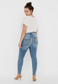 Vero Moda Curve - VERO MODA CURVE SKINNY FIT JEANS VMSOPHIACURVE HIGH WAIST - Jeans Skinny Fit - light blue denim - 2