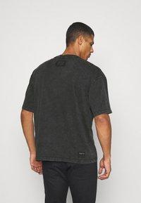 Tigha - YORICK - Print T-shirt - vintage black - 2