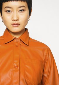 Who What Wear - OVERSIZE  - Blouse - cognac orange - 4