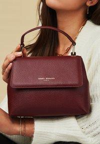 Isabel Bernard - Handbag - rot - 0