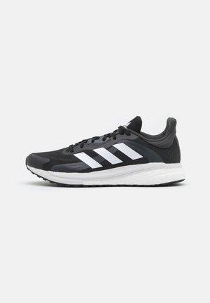 SOLAR GLIDE 4 - Neutrale løbesko - core black/footwear white/grey six