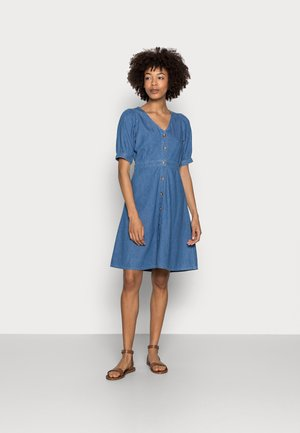 CHAMBREAY SHIRT DRESS - Denimové šaty - light blue