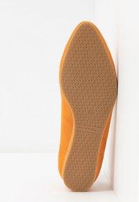 Tamaris - Ballerina's met enkelbandjes - orange - 6